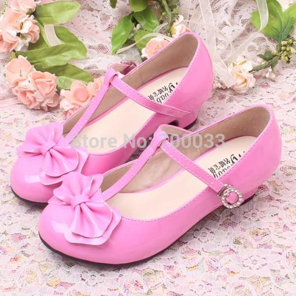 Розовые туфли с цветком женские