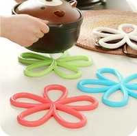 Good Quality!!Plum-shaped Plum Blossom Anti-slip Table Mat PVC Placemat Colorful Coasters kitchen Tools 5pcs/lot