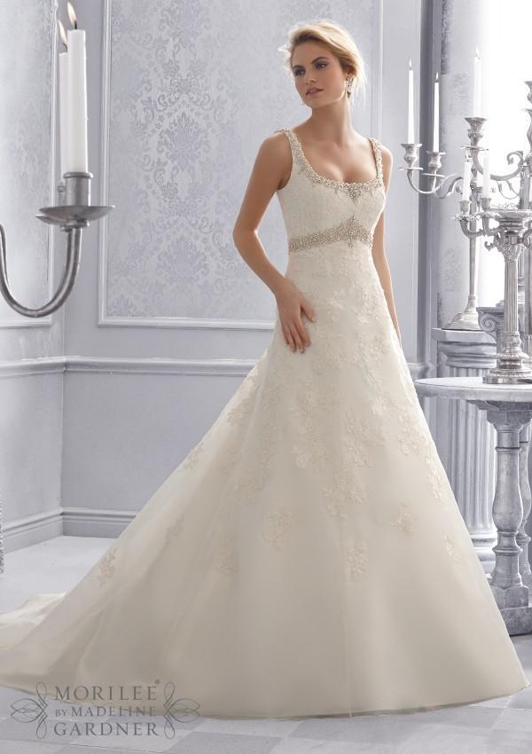 2014 backless Wedding Dresses scoop lace crystal beaded belt Vestidos De Novia 2681 applique Bridal Gowns button chapel train(China (Mainland))