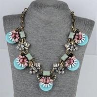 Fashion Resins Wafer Shape Rhinestones Floral Choker Pendant Necklace Punk Jewelry Women Costume Accessories