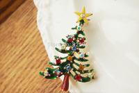 Fashion Cute Multi-Color Enamel Crystal Christmas Tree Brooch Pin Christmas Gift