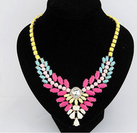 New Arival Fashion Popular High Quality Exquisite European Hot Selling Resin Gem Necklace Exaggerated Necklace Short Necklace.