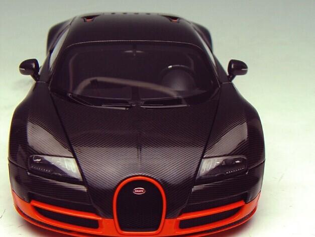 1/18 AUTOart Bugatti Veyron SuperSport EB16.4 Coupe Carbone black with Orange skirt Article No.70936(China (Mainland))