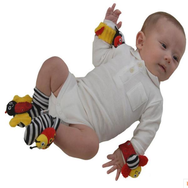 4 pcs infantil bebê brinquedo macio pulseira meias pé chocalhos honeybee+ladybird localizadores de desenvolvimento(China (Mainland))