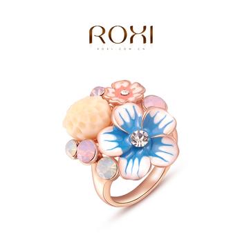 Roxi женское кольцо, 100% ручная работа, изготовлено из розового золота с трех разовым золотым напылением, выгровировка в виде букета цветов посредине, россыпь кристаллов