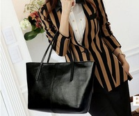 Manufacturers wholesale handbag fashion in Europe and the contracted large capacity one shoulder bag handbag Free shipping