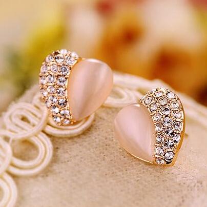 Big discount Korean Fashion Charm Lovely Rhinestone Heart Stud Earrings for women Weddings Jewelry Cheap Wholesale