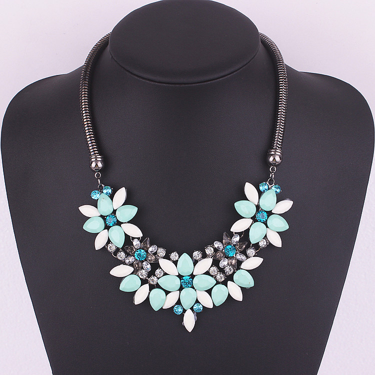 1743#European and American fashion jewelry major suit exaggerated geometric flower short necklace.(China (Mainland))
