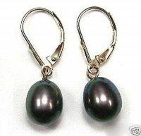 charming Black Pearl Earring