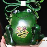 Genuine leather handmade female mini messenger bag animal bag style frog shape small bags