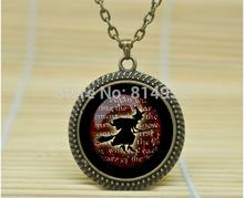 1 pcs bruxa colar Witch pingente bruxa colar jóias bruxa Trick or Treat de vidro cabochão colar A1066(China (Mainland))