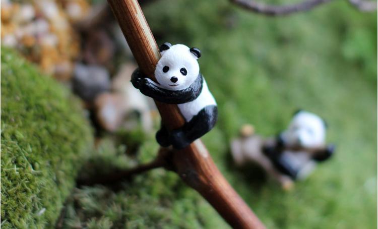 sale~2Pcs/resin pandas /miniatures/lovely animals/fairy garden gnome/moss terrarium decor/crafts/bonsai/r003 DIY(China (Mainland))