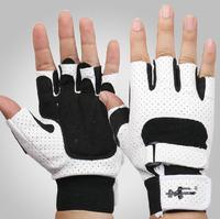 The dumbbell Fitness Gloves men sport glove lengthened Bracers breathable armguard palm ladies antiskid half finger protector