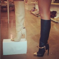 Luxury Brand Name Designer Heels Gold Chains Knee High Boots Sexy Pointed Toe Black White Leather Celebrity Shoes Women