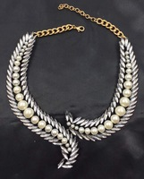 New arrival Vintage Golden Elegant White imitated Pearls Wings Chokers Statement Necklace Women's Fashion Jewelry