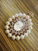 Pearl portraitist glass vintage elegant brooch