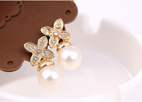 Free Shipping Special Korean Pearl jewelry simple and stylish flower Clover earrings female C30R10