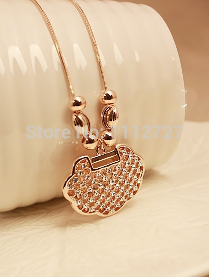 Rhinestone Longevity Lock Necklace Early Spring New Lucky Safety Lock Short Sweater Chain Female Accessories Wholesale Price(China (Mainland))