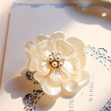 Luxury Vintage Flower Brooches Shell Fashion Pearl Brooch Pins Jewelry Accessory for Women BX011