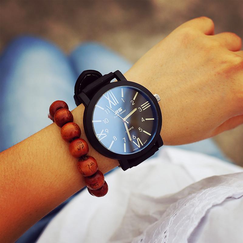 Roman Black/White man watchesMan&Women wristwatchesquartz watches menFashion Classic watch brand(China (Mainland))