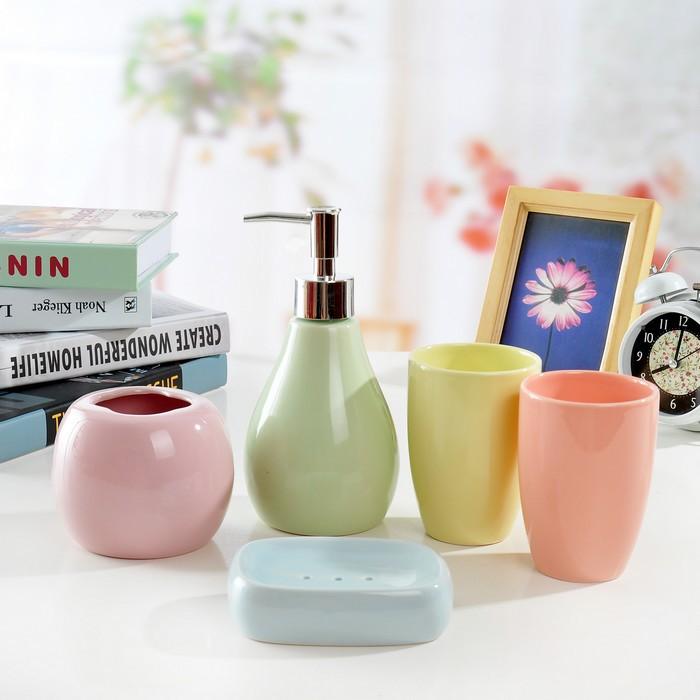 Free shippingFree shipping ceramic sanitary ware porcelain wash toiletries brush cup Cups Five-piece wedding set(China (Mainland))
