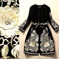 New Arrival Women's O Neck Embroidery Flowers Elegant Runway Woolen Coats with Belt