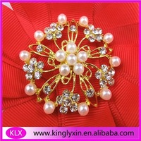 Free Shipping ! 12pcs/lot flower pearl rhinestone brooch buckle for wedding favor in gold