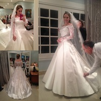 2015 Off The Shoulder Lace Long Sleeve Wedding Dress Beaded Appliques Lace Satin A Line Bridal Gown For Wedding Event Dress