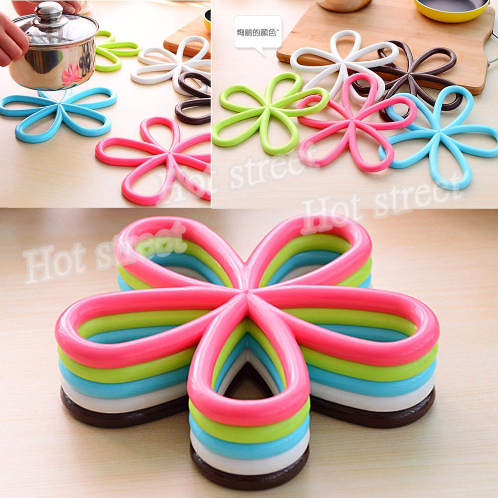 Fashion beautiful plastic placemat coasters heating pot mat cup mat petals 5 random send color(China (Mainland))