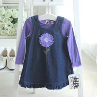 Free shipping! The new Spring Girls 2 sets Purple long-sleeved T-shirt + Flowers denim vest dress Set