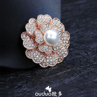 Free Ship Ouduo Quality Pearl Elegant Camellia Brooch Rhinestone Brooch Fine Charm Sweater Pin Female Overcoat Suit Jewelry