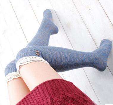 Секс фото женщины в белых шерстяных носках фото 388-71