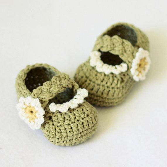 KeeBaby Crochet Baby Booties Newborn Socks Handmade Shoes Green with White Flower(China (Mainland))