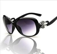 Trendy Fashion Sunglasses Luxury Ladies Butterfly Designer Exclusive Brand Embellishment Sunglasses Women Glasses Female  hudie