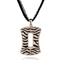 Free shipping new hot Fashion high quality Gold-plated rhinestone Leopard Pendant necklace Statement jewelry for women 2015 M13