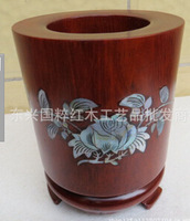 Hua limu pen container Annatto pen container Blooming flowers brush pot Shell carving pen container
