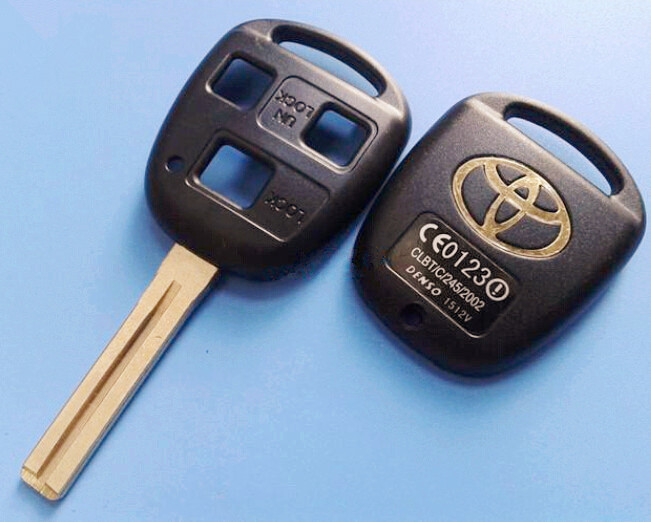 HIgh quality toyota 3 buttons remote control key shell with toy40 blade toyota key blank case(China (Mainland))