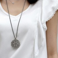 Hotsale Round Flower Gold/ Silver Long Pendant Necklace Women Fashion Jewelry