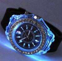 New Rhinestone Diamond Unisex Quartz Woman Man Wrist Watch Geneva LED Luminous Sports Casual Style Wristwatch Relogio Wholesale