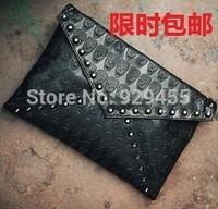 Punk Style Women Clutch Purse Fashion Rivet Women Messenger Crossbody Bag Skull Ladies Handbag Leather Envelope Satchels Purse