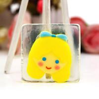 The new yellow lovely girl cartoon soap soap laundry soap wholesale 8a305