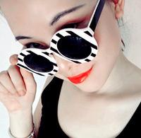 Top Fashion 2015 Sunglasses Women Retro Black And White Striped Round Sun Glasses Gafas Oculos Feminino Brand Designer Glasses