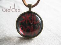 Free shipping Rock band skid row logo pattern zinc alloy glass pendant necklace for women wen rock fans