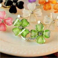 2015 New Fashion Jewelry Hot Sell Korean Style Flower Shaped Fashion Female Stud Earrings Crystal Flower Earrings Gifts