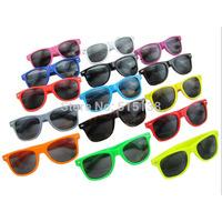 Promotion Cheap Wayfarer Sunglasses For Men/Women Brand Designer Sports Sunglasses Wholesale Gafas Oculos de sol CE UV400 S200