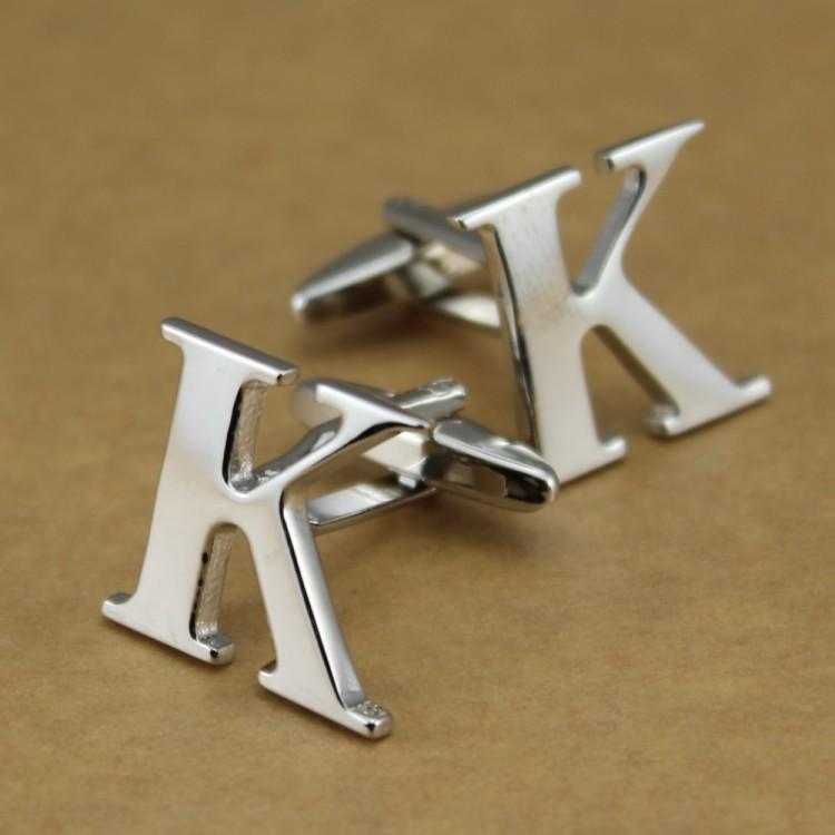 Um par de alfabéticos abotoaduras letra K prata em aço inoxidável moda agradável(China (Mainland))