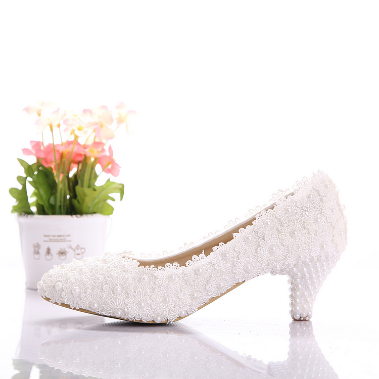 Aesthetic white dwarf with lace flower wedding shoes pearl shoes shallow mouth shoes bridal shoes banquet formal dress shoes 5CM(China (Mainland))