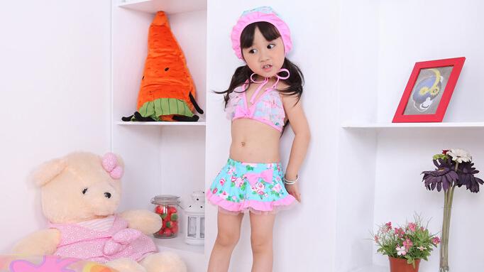 Лето дети девочка три частей юбка и верхний с шляпа бикини цветок принт кружево бант плавание купальщик костюм S0140114
