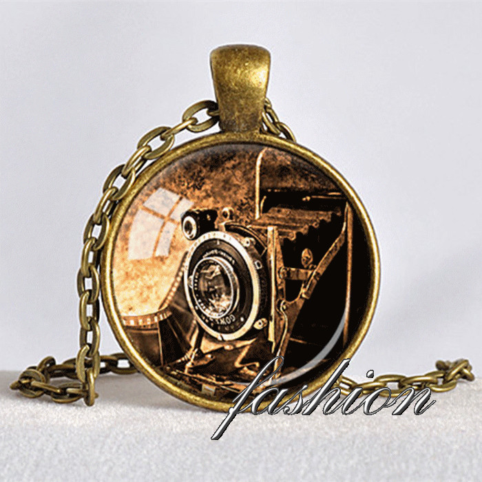 ANTIQUE CAMERA PENDANT Camera Necklace Photograper Gift Bellows Camera Pendant Vintage Camera Jewelry Gift for Photographer(China (Mainland))