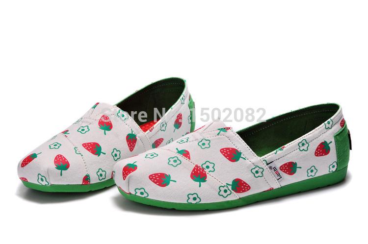 2015 flat shoes women new fashion strawberry pattern canvas shoes women flat shoes(China (Mainland))